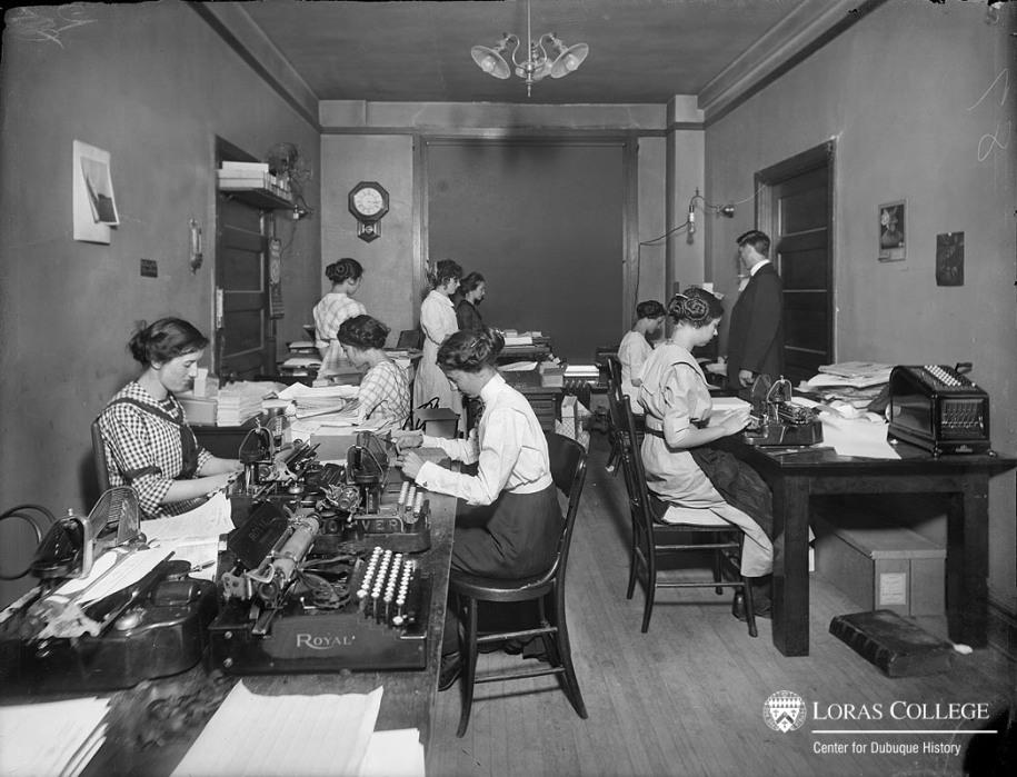 Secretaries, B&I Building, 1912