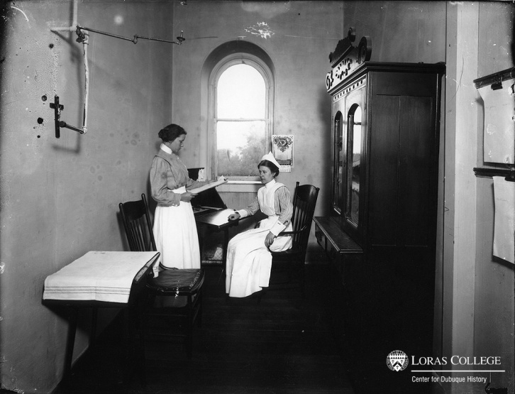 Nurses working at Mercy Hospital, Dubuque, Iowa, 1912